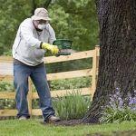 Man_applying_fertilizer